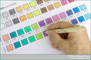 Farbtabelle mit Papierwischer nachgearbeitet